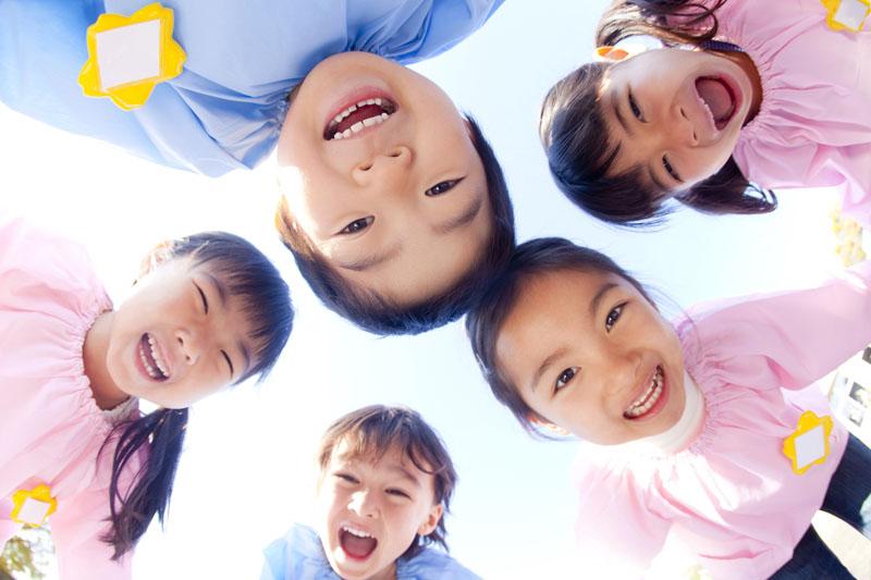 子ども達を常に中心に据え、保護者と地域と手を取り合って保育を行います。