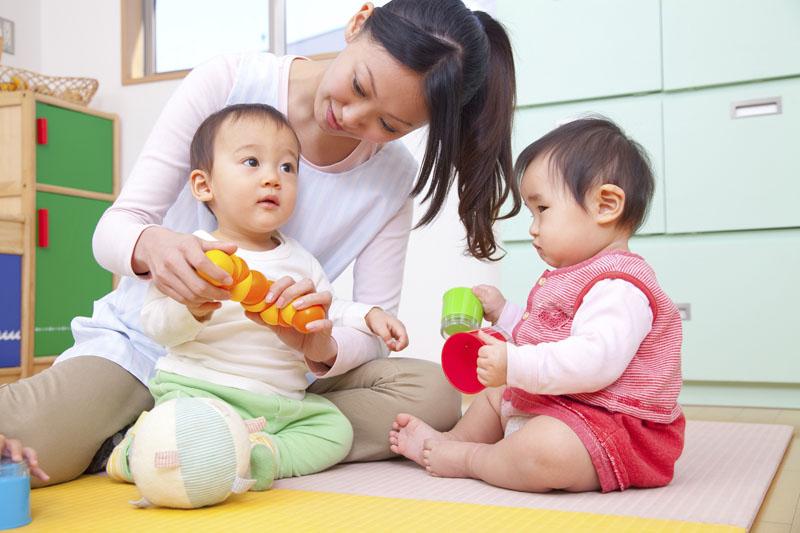 子どもを中心に、家庭にいるような温かな雰囲気作りが取り組まれています。