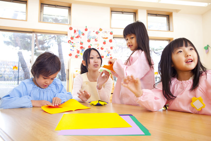 全身を使った遊びを中心に行い、専門講師に英語や体育を教わる保育園です。