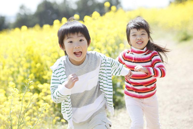 子供達の体作りに力を入れている。はだし保育を取り入れたカリキュラム