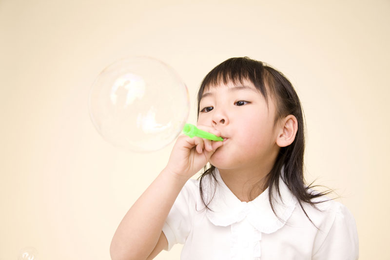 学校法人札幌双葉学園 あさひ幼稚園幼稚園の設定基準の4倍の園庭で、思い切り遊びながら指導しています。