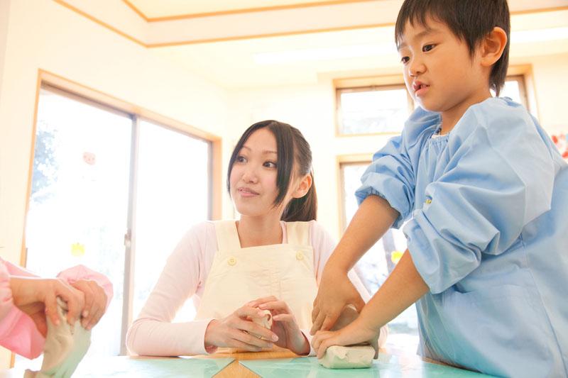 元気で明るい子、温かい心を持つ優しい子、よく考える子を育みます。