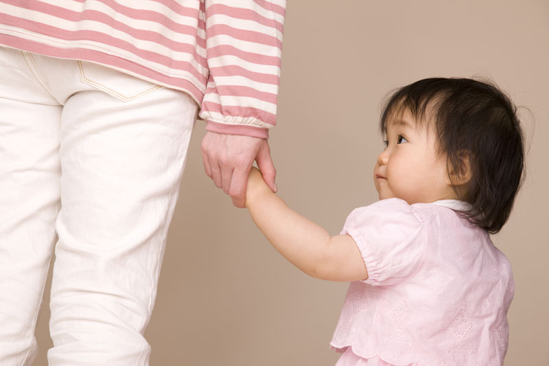 人とふれあい、様々な経験を通して子どもたちの感性を育てる保育。