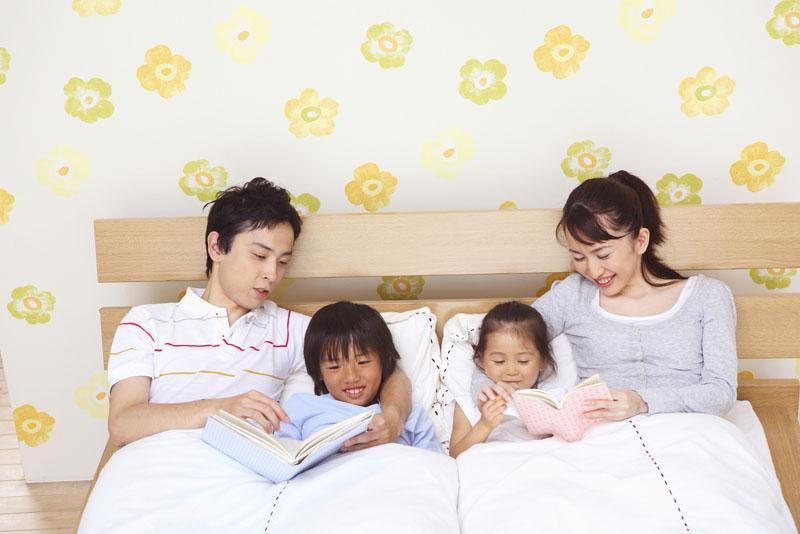 少人数の家庭的な保育所で、園児たちは様々な活動をしています。