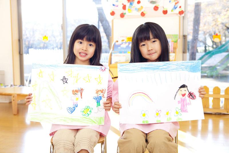 園児の個性を伸ばすことを目的に遊びや勉強を通して感性を育てる教育です