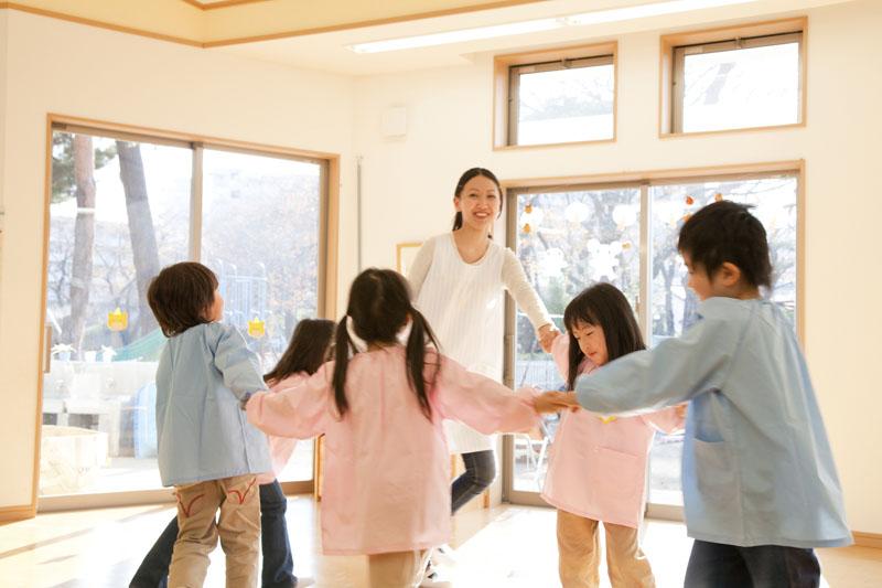落ち着いた都営住宅の1階にあり、地域交流を大切にしている保育園