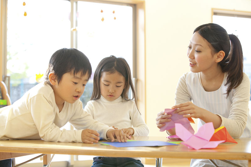 わらべうたを取り入れた保育で子どもとの信頼関係や豊かな情操を育みます。