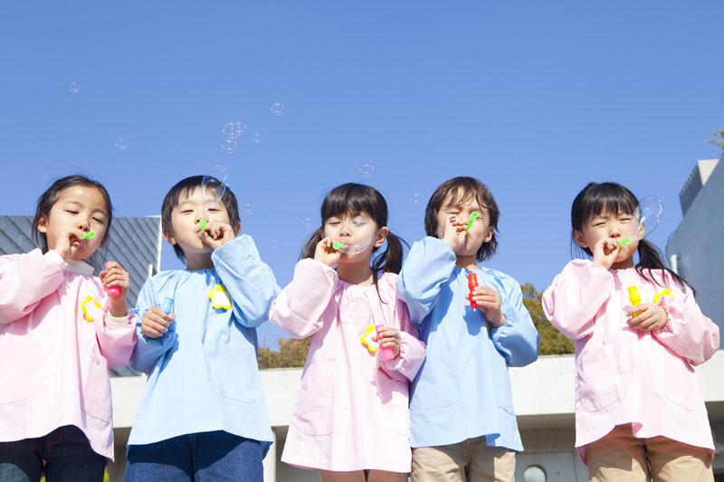 たくさんの遊び場でいろいろな遊びに夢中になれる楽しい幼稚園です。