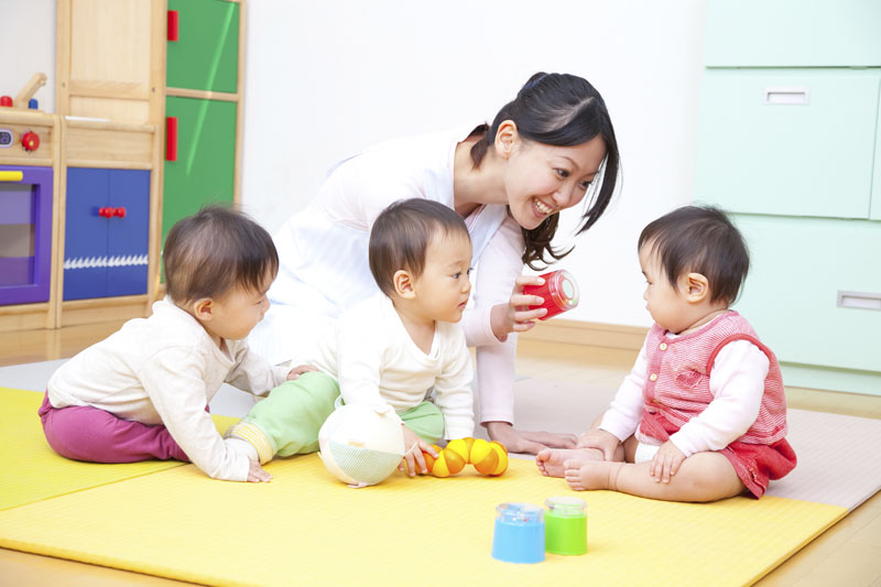福生保育園では異年齢の子ども同士が遊び、学びながら成長していきます。