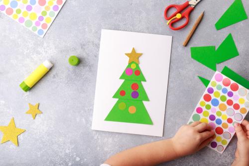 3歳児にぴったりなクリスマス製作 保育士さんに向けた壁面装飾案も