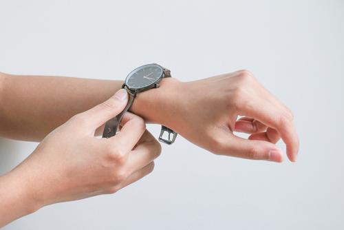 保育士の仕事道具!腕時計選びのポイント