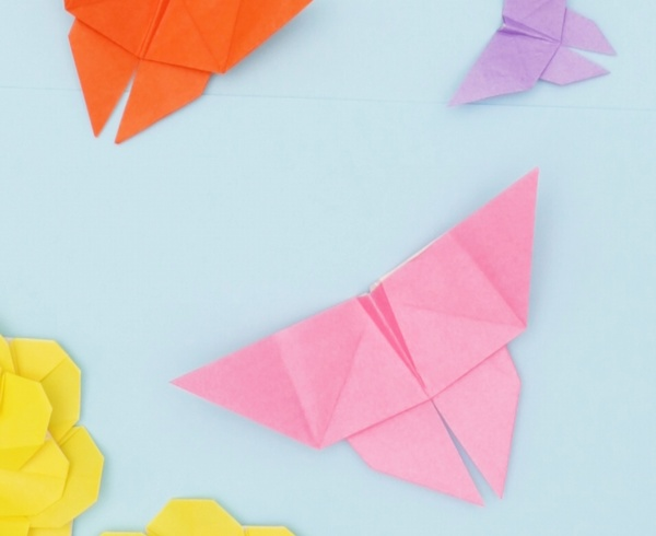 【動画】ひらひら飛ぶ折り紙のちょうちょ