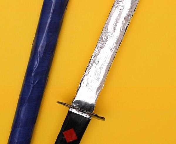 【動画】新聞紙でサムライの刀を作ろう