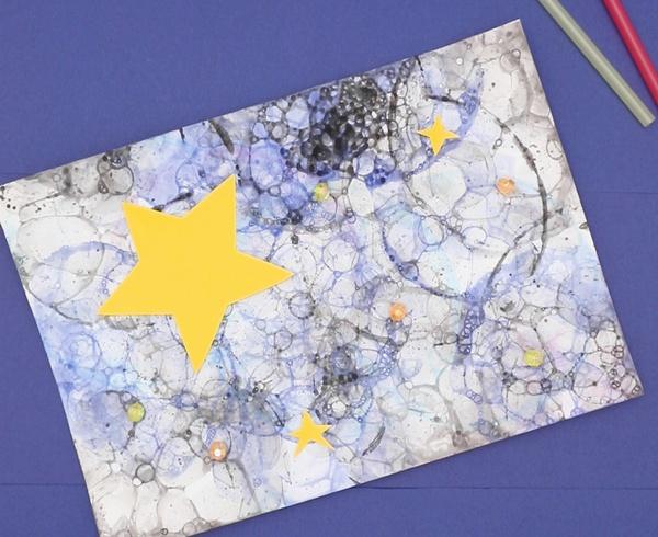 【動画】ぶくぶくバブルアートで宇宙を表現