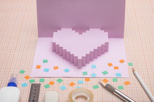 先生から子どもへ、手作りの卒園メッセージカード。作り方やデザインを紹介