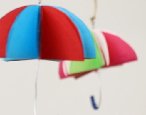 【動画】雨が楽しくなる、つるしてかわいい傘