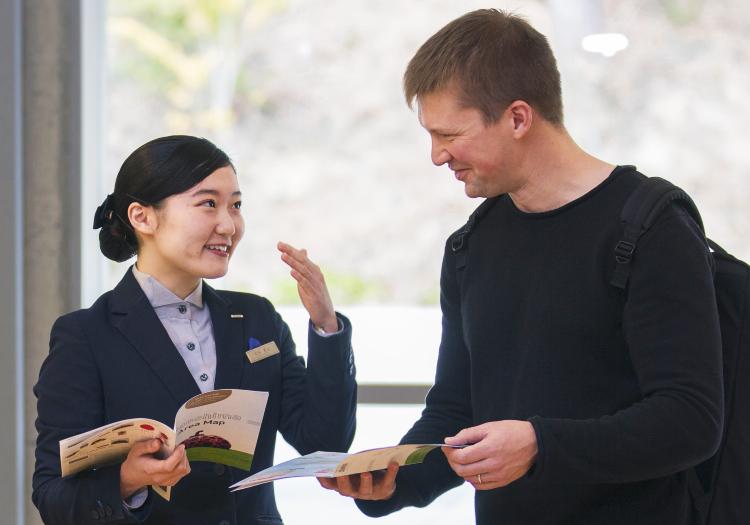 ホテル業界経験者歓迎!語学力も生かせる「人なつこい」サービス