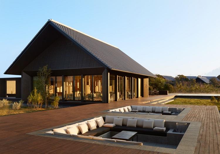 日本の伝統的な建築から着想を得た客室