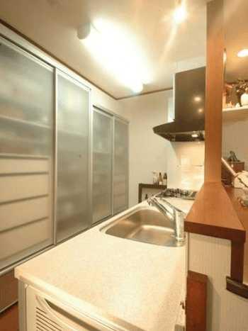オープンキッチンでおすすめの目隠しアイデア&実例14選!おしゃれで安全なのは?