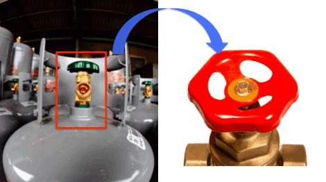A.ガスボンベのガスを開閉するための「弁」です。