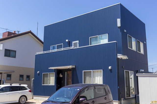 涼しげでオシャレなブルーの外壁