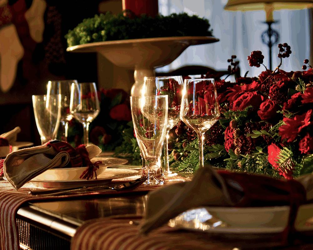 旅行やディナーなどちょっとした贅沢に使う