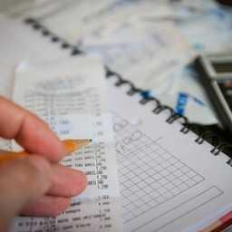 簡単な副業おすすめ職種4選!副業選びのコツや成功事例なども大公開