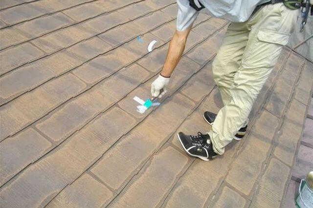 ①屋根自体が色褪せしている・ツヤがない