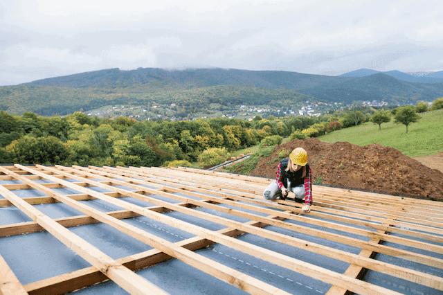 葺き替えよりも屋根の重ね葺きが向いている例