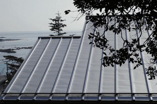 どんな屋根材を新たに重ね葺きで取り付けられるのか?