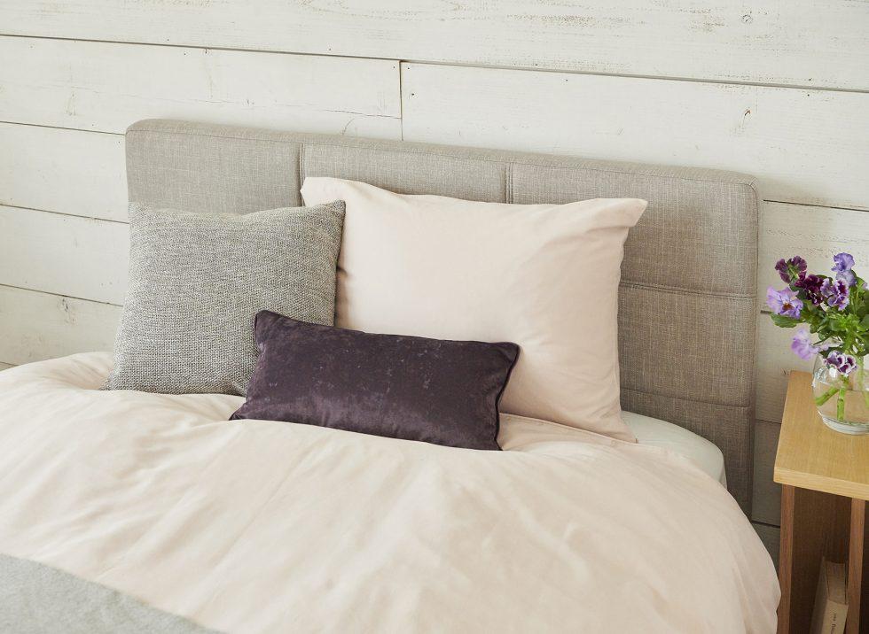 女性1暮らしベッド