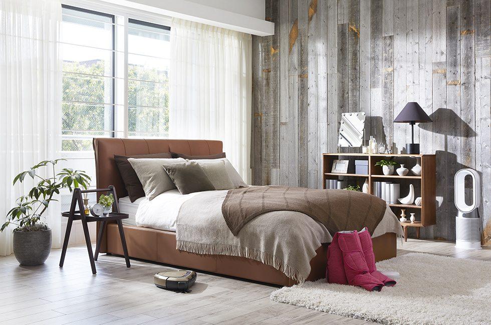 ゆったりベッドと癒し家電で快眠にこだわったベッドルームコーディネート