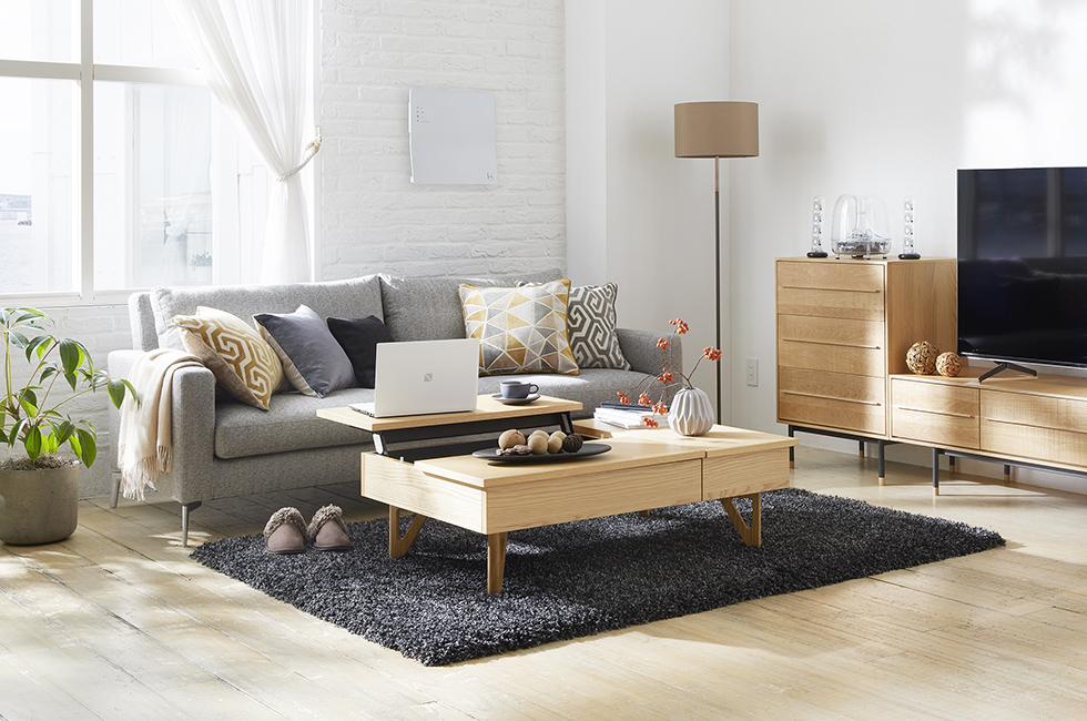 北欧スタイルでまとめた、デザイン家具・家電をコーディネートしたリビング