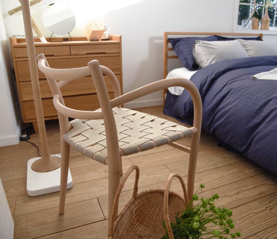 大人もくつろぎやすいナチュラルスタイルのベッドルーム