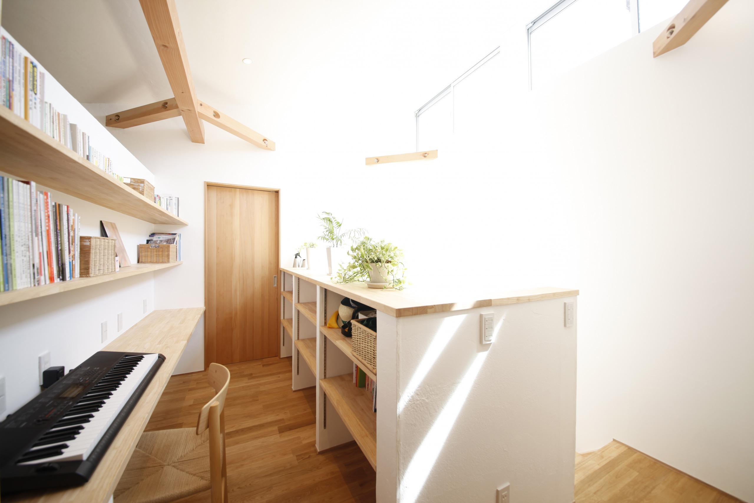 アトリエプラス【デザイン住宅、子育て、自然素材】子供にはのびのびと育ってほしい。そんな願いからできた、仕切りのないお子様の遊び場・勉強スペース