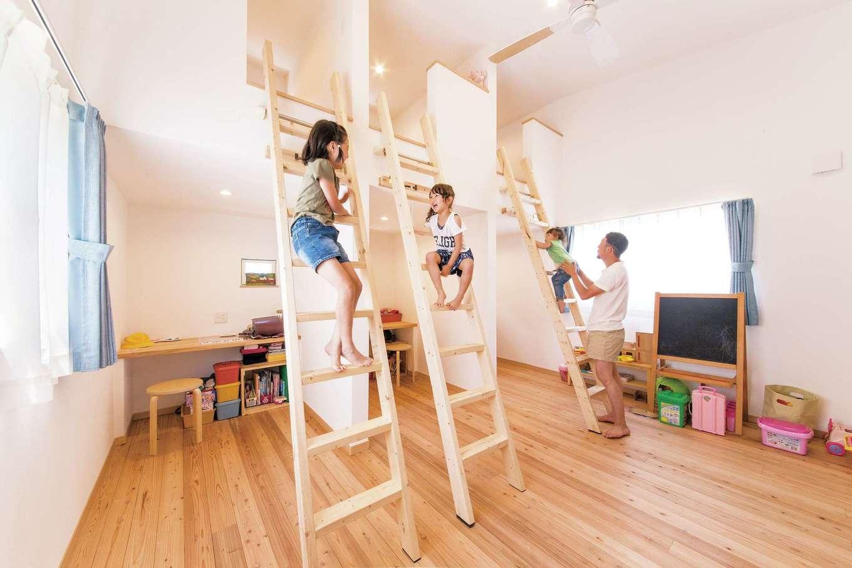 絆家  (きずなや)【1000万円台、子育て、狭小住宅】子ども室の3つのロフトは、将来ベッドにする予定。下には勉強コーナーを用意