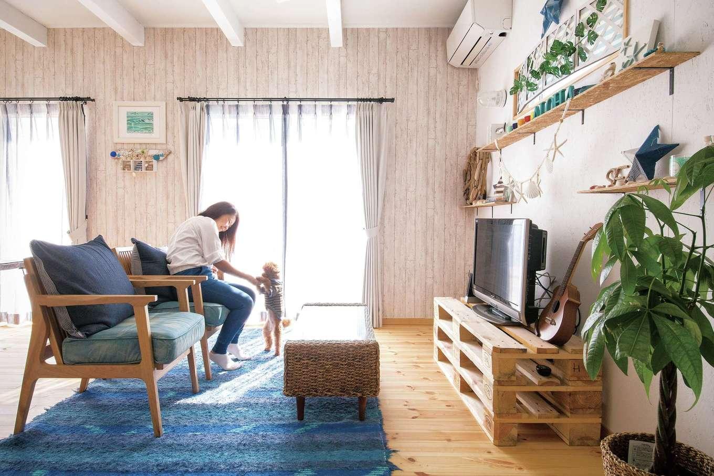 絆家  (きずなや)【1000万円台、狭小住宅、インテリア】テレビボードは、運搬用パレットを重ねて作った