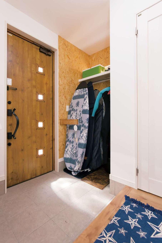 絆家  (きずなや)【1000万円台、趣味、インテリア】玄関土間にサーフボードラックを設計