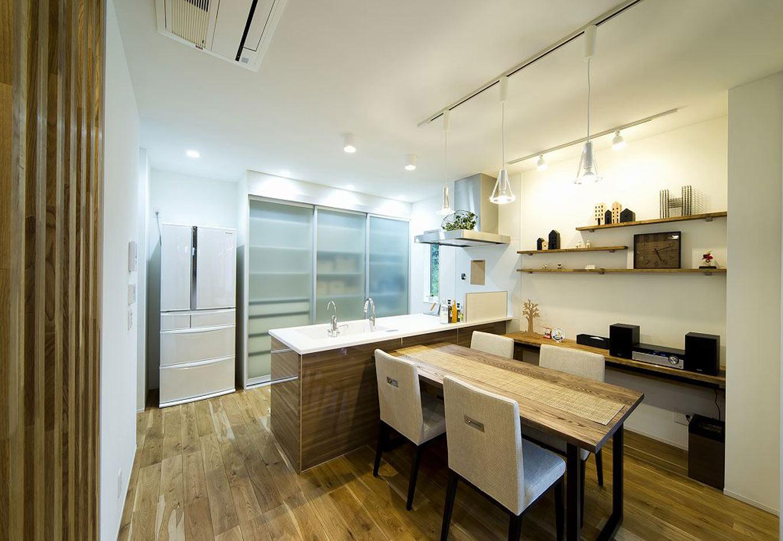 HAPINICE -ハピナイス-【デザイン住宅、間取り、建築家】家事をしていても家族を感じることができるキッチン