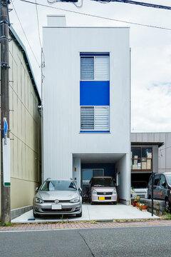 狭小の匠技!26坪の細長い敷地に富士山を望める屋上のある3階建て狭小住宅