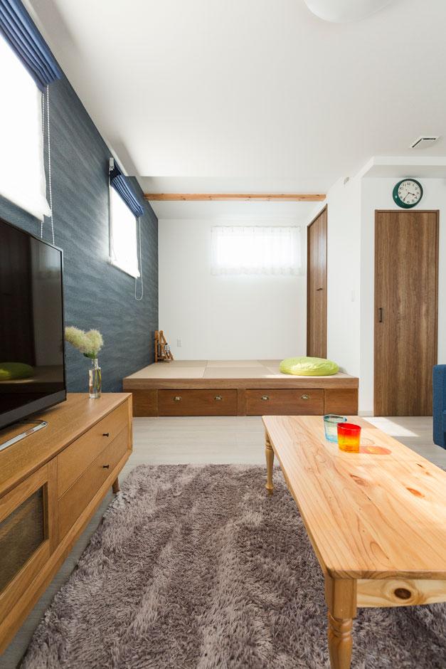 建築システム(狭小住宅専門店)【収納力、間取り、ガレージ】ソファと壁がリンクする。これもコーディネートの楽しさの一部である