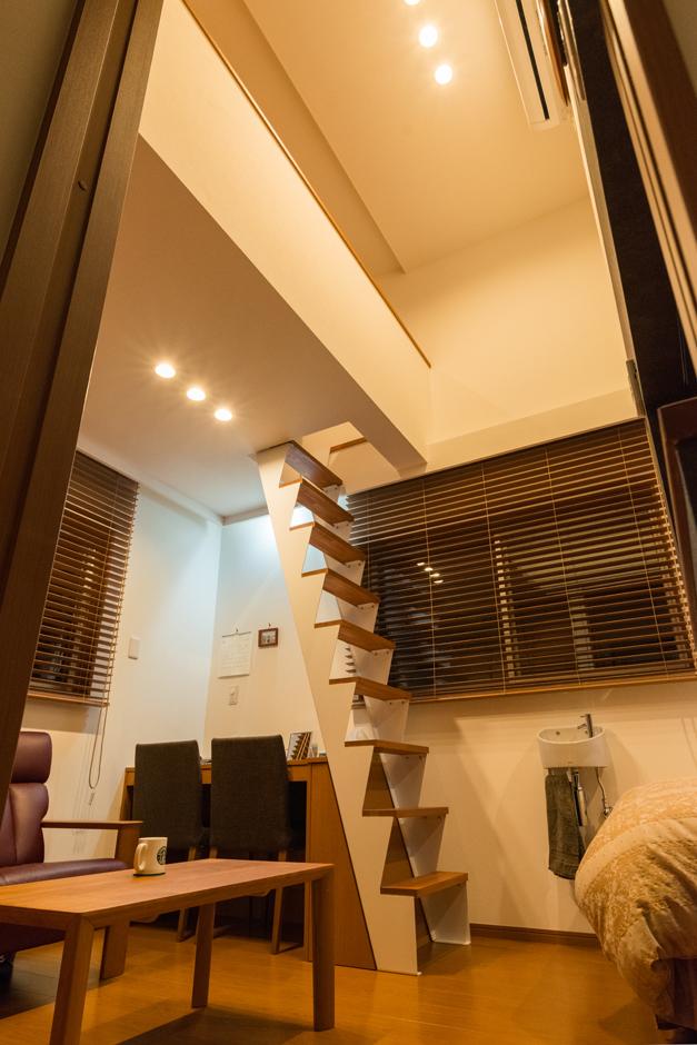 建築システム(狭小住宅専門店)【デザイン住宅、収納力、狭小住宅】ロフトとのコラボで吹き抜け感を演出し、逆に『大空間です』を実現