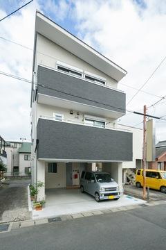 22坪の狭小地にビルトインガレージ2台。完全二世帯長期優良3階建て住宅