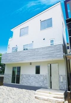 35坪の土地に駐車場3台と7人が広々暮らす二世帯3階建て長期優良住宅