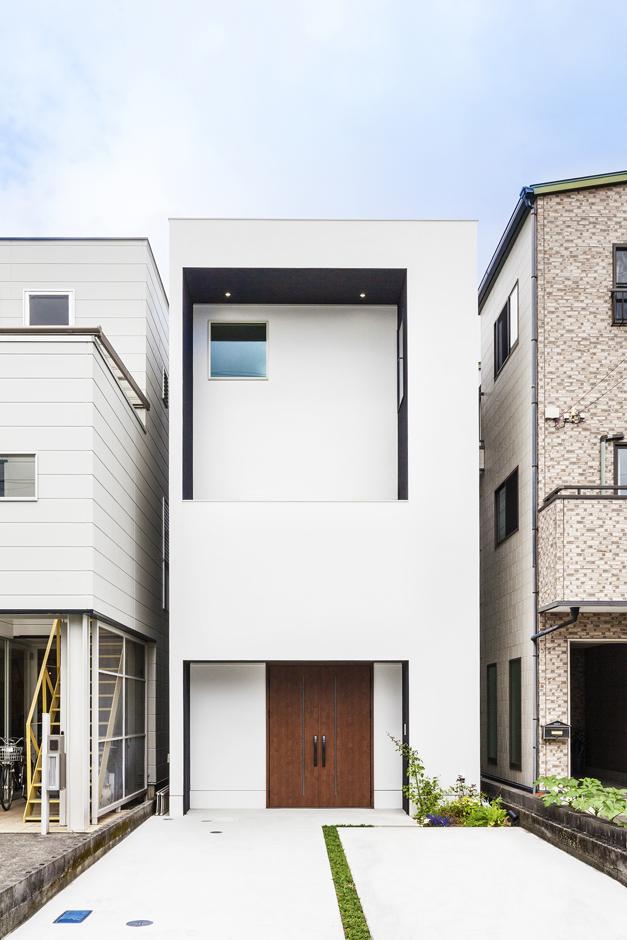 建築システム(狭小住宅専門店)【デザイン住宅、狭小住宅、建築家】外観は白を基調としたスタイリッシュなキューブ型。