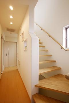 台形敷地を徹底攻略!表情豊かな空間デザインの重量鉄骨3階建て住宅