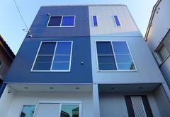 30坪の狭小地に美容院と見晴らし抜群の屋上がある、店舗併用3階建て二世帯住宅