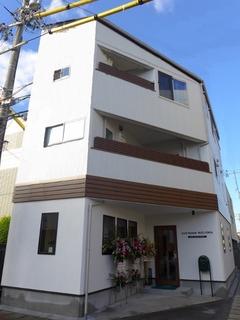 狭小角地の30坪に1階は美容室!プライバシー重視の3階建て二世帯店舗併用住宅