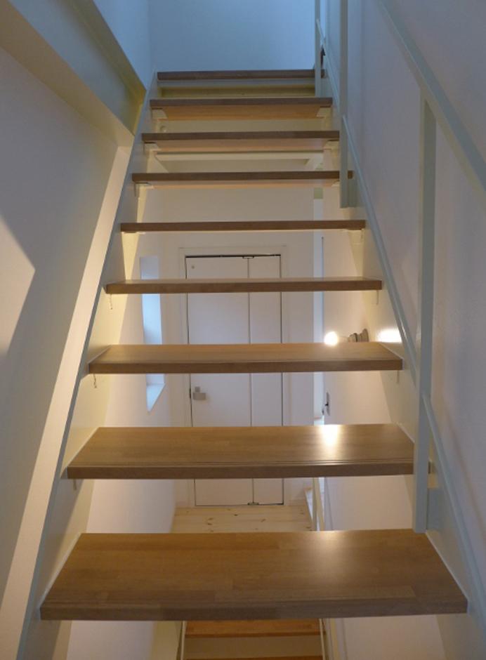 1→2階 2階→3階縦の目線でも空間の広がりを表現できる階段ホール
