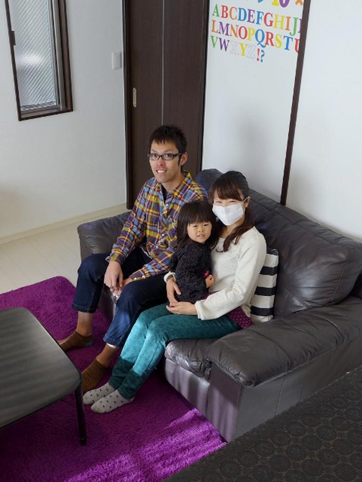 建築システム(狭小住宅専門店)【1000万円台、デザイン住宅、狭小住宅】こだわりのリビングで毎日楽しく暮らしている